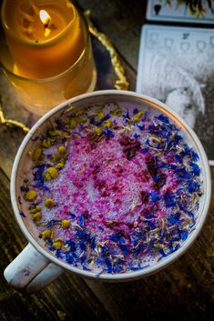 Flower Berry Moon Milk (vegan, paleo, keto, & body ecology) is the most magical milk you may ever make. It will help calm & nourish you. Yummy Drinks, Healthy Drinks, Healthy Recipes, Healthy Foods, Moon Milk Recipe, Milk Recipes, Cacao Recipes, Keto Drink, Tea Latte