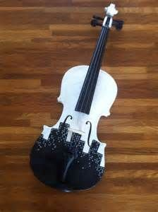 I'm going to paying my junk violin like this and have Lindsey Stirling and Daniel Seavey (my two idols) sign it.