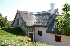 Dörgicse - tervező: Mérmű Építész Stúdió Plan Design, Traditional House, Cabins, Future House, Countryside, Farmhouse, Cottage, Houses, House Styles