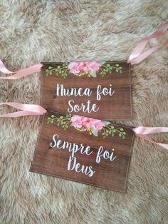 Compre Plaquinhas para Cadeira dos Noivos Nunca foi sorte Sempre fo no por Casamento Dream Wedding, Wedding Day, Marry Me, Diy And Crafts, Wedding Decorations, Wedding Inspiration, Lily, Lettering, Bride