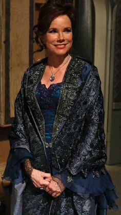 eduardo castro' once upon a time' barbara hershey' blue (detailing) Barbara Hershey, Queen Of Hearts, Disney Style, Ouat, Once Upon A Time, Costume Design, Tv Shows, Daughter, Leather Jacket