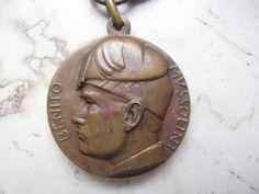 """Bellissima medaglia dell' """"Adunata Legioni Mutilati Decennale della Rivoluzione"""" fatta dal famoso incisore Antonio Giuseppe Santagata."""