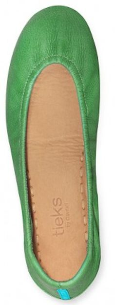 Clover green ballet flats http://rstyle.me/n/bdp6pnyg6