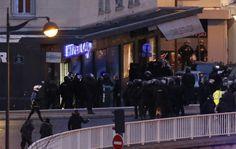 Francuska policja przeprowadziła jednoczesne szturmy w Dammartin-en-Goele i we wschodnim Paryżu. Bracia Kouachi zginęli w drukarni, a przetrzymywany przez nich zakładnik został uwolniony. Zginął też napastnik, który wziął zakładników w sklepie koszernym we wschodnim Paryżu. Tam też zginęło co najmniej czworo zakładników. Pojawiły się doniesienia, że wspólnik napastnika ze sklepu koszernego uciekł. http://www.tvn24.pl/zdjecia/zdjecie-dnia,31565,lista.html