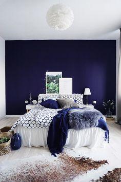 22 Amazing Cozy Master Bedroom Design Ideas - Kelly H. Blue Master Bedroom, Warm Bedroom, Stylish Bedroom, Master Bedroom Design, Home Decor Bedroom, Modern Bedroom, Bedroom Furniture, Bedroom Ideas, Contemporary Bedroom