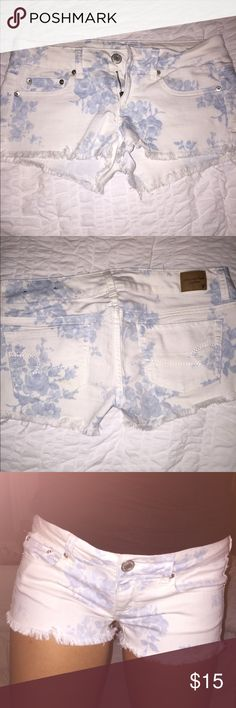 American Eagle Floral Shorts In perfect condition American Eagle Outfitters Shorts