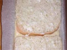 Sajtos csirkemell fokhagymás pirítós kenyérben | Varga Erika receptje - Cookpad receptek Dairy, Cheese, Food, Essen, Meals, Yemek, Eten