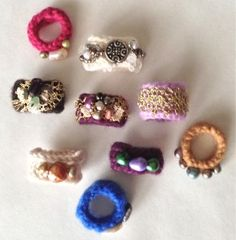 Lost one of your fav. gloves? Make these fun little rings, wrist warmers from your orphaned glove.