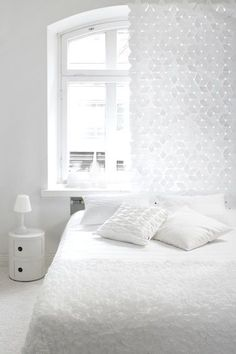 An all white bedroom design can be cozy and serene, adding textures and patterns and layering varying shades of white can create a dreamy bedroom aesthetic. All White Bedroom, White Bedroom Design, White Interior Design, White Rooms, Dream Bedroom, Home Bedroom, White Bedding, Bedroom Ideas, Master Bedroom