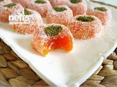 Turkish Delight with Carrot- Havuçlu Lokumlar Turkish Delight with Carrot - Heart Healthy Desserts, Healthy Dessert Recipes, Delicious Desserts, Yummy Food, Bithday Cake, Strawberry Banana Smoothie, Turkish Delight, Food Labels, Granola