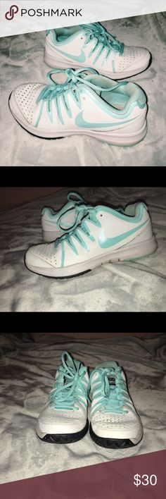 8d540f8ca2cc Women s Nike Vapor Court Tennis Shoes Only worn a few times! They do have  some
