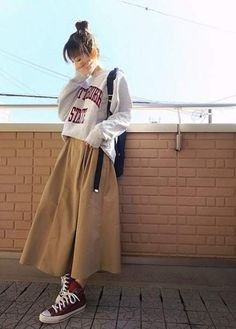 Autumn fashion trendy ideas ulzzang Korean - Fashion Trends for Girls and Teens Korean Street Fashion, Korea Fashion, Muslim Fashion, Modest Fashion, Hijab Fashion Summer, Long Skirt Fashion, India Fashion, Fashion 2018, Korean Outfits