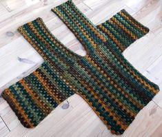 Linde Woman& Web: Granny Square Vest hooks - a little bit of everything chrochet shawls/ponchos/vest/scarves/tops - Gilet Crochet, Crochet Cardigan Pattern, Granny Square Crochet Pattern, Crochet Jacket, Crochet Poncho, Crochet Granny, Crochet Vests, Crochet Scarves, Granny Square Sweater
