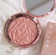 """Shimmering Skin Perfector® Pressed Highlighter - """"Lilac Geode"""""""