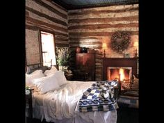 in the rustic and very old log cabin vacation home. I would love to be in this spot right now! - Home Decoras Log Cabin Living, Log Cabin Homes, Log Cabins, Log Cabin Bedrooms, Cozy Cabin, Cozy House, Winter Cabin, Cozy Winter, Cozy Cottage