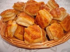 Falošné oškvarkové pagáče (fotorecept) Slovak Recipes, Russian Recipes, Snack Recipes, Snacks, Bread And Pastries, Yams, Pretzel Bites, Brunch, Chips