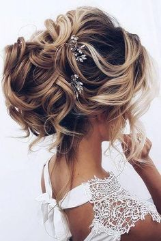 33 Oh So Perfect Curly Wedding Hairstyles, Peinados, Oh So Perfect Curly Wedding Hairstyles ❤︎ Wedding planning ideas & inspiration. Wedding dresses, decor, and lots more. Wedding Hairstyles For Medium Hair, Bride Hairstyles, Straight Hairstyles, Hairstyles 2016, Hairstyle Ideas, Hairstyle Wedding, Short Haircuts, Famous Hairstyles, Rustic Wedding Hairstyles