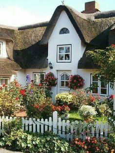 Cottages:  Charming #cottage.