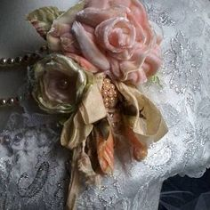 Large velvet shabby brooch pink and yellow velvet rose pin Shabby Chic Flowers, Romantic Flowers, Vintage Flowers, Brooch Corsage, Flower Corsage, Brooch Pin, Victorian Wedding Themes, Whimsical Hair, Gypsy Rose