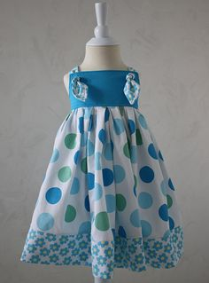 I love the color in this dress! Have the pattern. Fabric is Fabric Finders