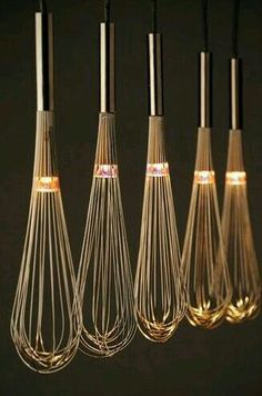– 80 kreative Upcycling-Ideen oh, lighted whisks, i love this! could look cheesy though, in a very minimalistic and very clean kitchen above an island, it would be lovely Related Post Facade design Deco Luminaire, Luminaire Design, Lamp Light, Light Up, Diy Light, Diy Luz, Luminaire Original, Bottle Candles, London Design Festival