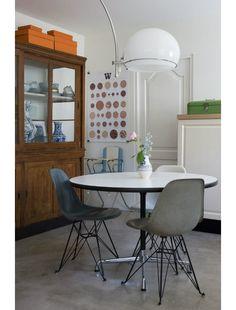 LOVE the table and stools  Marjon Hoogervorst modern interiors