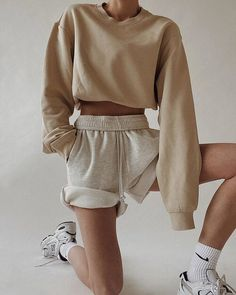 Villa Mandra by K-Studio — MODEDAMOUR Tumblr Outfits, Mode Outfits, Fall Outfits, Look Fashion, Girl Fashion, Fashion Outfits, Fashion Shorts, Workwear Fashion, Fashion Blogs