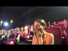 """Increíble propuesta de matrimonio durante el estreno de """"50 sombras de Grey"""" [VIDEO] - DeTodo Mucho Viral"""