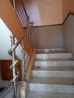Balcony Grill Design, Grill Door Design, Balcony Railing Design, Main Door Design, Wooden Staircase Railing, Modern Stair Railing, Modern Stairs, Railings, Steel Stairs Design