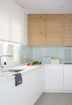 Radical change: One of the most beautiful kitchens - kitchenes Condo Kitchen, Kitchen Tiles, Kitchen Interior, New Kitchen, Kitchen Dining, Kitchen Remodel, Kitchen Decor, Kitchen Cabinets, Bathroom Layout