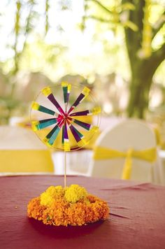 Such a simple and cool centrepiece using Pinwheel and marigold - ideal for a…