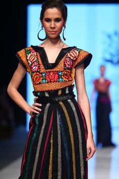 Mexican Fashion, Mexican Style, Ethnic Fashion, Traditional Mexican Dress, Traditional Dresses, Moda Peru, Online Fashion Magazines, Dressing, Mexican Dresses