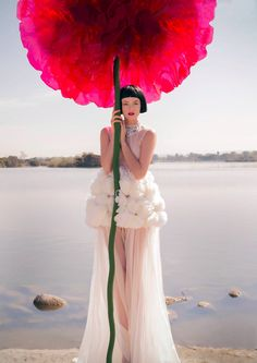 Flowers fashion vogue tim walker Ideas for 2019 Foto Fashion, Fashion Shoot, Fashion Art, Editorial Fashion, Fashion Beauty, Flower Fashion, Fashion Online, Fashion Trends, Tim Walker