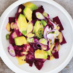 Gwyneth Paltrow Its All Good: Beet Avocado Salad Raw Food Recipes, Wine Recipes, Salad Recipes, Cooking Recipes, Healthy Recipes, Gwyneth Paltrow, Vegetable Salad, Vegetable Dishes, Savory Salads