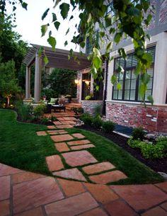 günstige gartengestaltung - steinplatten und ziergras, Garten ideen