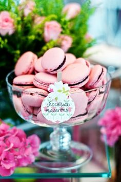 Lovely pink macarons with chocolate ganache filling made for a wedding dessert table Macarons Rosa, Pink Macaroons, Chocolate Macaroons, French Macaroons, Pink Chocolate, Strawberry Macaroons, Chocolate Ganache Filling, Chocolate Buttercream, Wedding Desserts