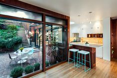 : Jennifer Weiss Architecture of San Francisco remodeled a William Wurster house with full-height glass walls abutting the kitchen, dining, and living rooms, making the courtyard an extension of the main open living space. Interior Exterior, Home Interior, Interior Architecture, Interior Design, H Design, House Design, Outdoor Spaces, Outdoor Living, Indoor Outdoor