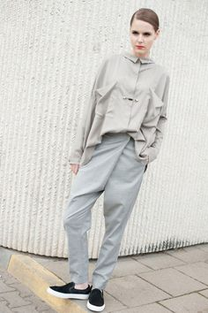 Khaki blouse blouse with fold in the back long sleeve by ATUKO