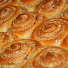 Pastry And Bakery, Pastry Cake, Sweets Recipes, Cookie Recipes, Romanian Desserts, Good Food, Yummy Food, Cinnabon, Cake Shop