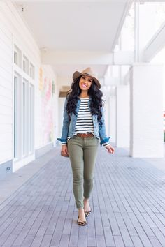 Women's Fashion Tips Spring outfit idea - olive jeans striped shirt denim jacket and leopard flats.Women's Fashion Tips Spring outfit idea - olive jeans striped shirt denim jacket and leopard flats Mode Outfits, Fall Outfits, Casual Outfits, Fashion Outfits, Olive Outfits, Petite Outfits, Womens Fashion, Spring Outfits Women, Dinner Outfits