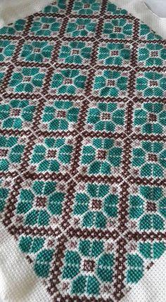 Cross Stitch Geometric, Tiny Cross Stitch, Cross Stitch Fruit, Cross Stitch Cards, Simple Cross Stitch, Cross Stitch Flowers, Cross Stitch Designs, Cross Stitching, Cross Stitch Patterns