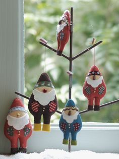 カラフルでおしゃれな、フェルト製サンタさんです。/手軽に作れる、クリスマス雑貨(「はんど&はあと」2012年12月号)