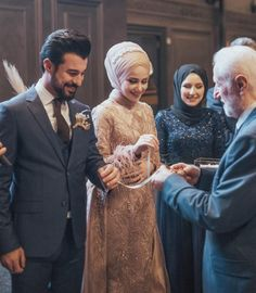 Muslimah Wedding, Wedding Hijab, Cute Muslim Couples, Cute Couples, Wedding Couple Poses Photography, Muslim Wedding Dresses, Wedding Rituals, Hijab Bride, Engagement Dresses