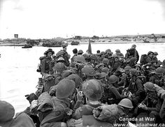"""D-Day, Juno Beach: Personnel of Royal Canadian Navy Beach Commando """"W"""" landing on Mike Beach, Juno sector of the Normandy beachhead. Battle Of Normandy, D Day Normandy, Normandy Invasion, Normandy Beach, Canadian Soldiers, Canadian Army, Canadian History, British Army, D Day Photos"""