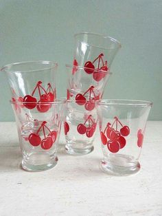 Vintage Libbey Juice Glasses Red Cherries Cherry Set of Six - I have four taller ones Vintage Kitchenware, Vintage Dishes, Vintage Glassware, Vintage Love, Vintage Decor, Retro Vintage, Vintage Items, Kitsch, Cherry Kitchen