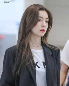 Times Red Velvet's Irene Radiated Millionaire CEO Energy At The Airport Seulgi, Beautiful Gorgeous, Beautiful Asian Girls, Irene Red Velvet, Velvet Fashion, Airport Style, Airport Fashion, Female Singers, Swagg