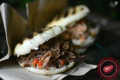 Arepas rellenas con carne mechada y con pollo - Elplacerdelacarne.com