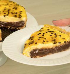Saiba como fazer uma receita de Torta de brigadeiro de Chocolate Gourmet com maracujá, que é simplesmente de cair o queixo e impressionar qualquer um com essa sobremesa