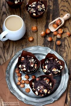Muffins with hazelnuts Vegan Desserts, Vegan Recipes, Biscotti, Eating Organic, Some Recipe, Food Hacks, Food Tips, Vegan Gluten Free, Italian Recipes
