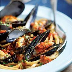 Italian Mussels & Pasta  --Holy Smokes...this will be tonight's dinner!  Yummo